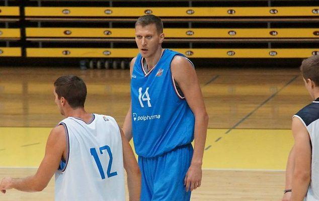 Częstochowa. Trening z koszykarzem NBA - Cezarym Trybańskim 1