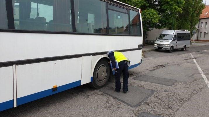 Lubliniec. Policjanci kontrolują autokary 1