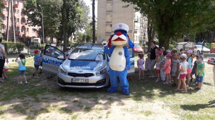 Policjanci uczyli dzieci, jak bezpiecznie spędzać wakacje 8