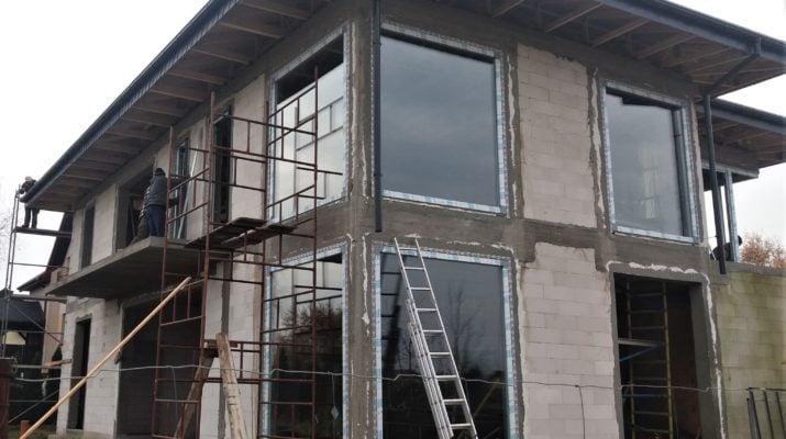 Niestandardowy montaż okien 9