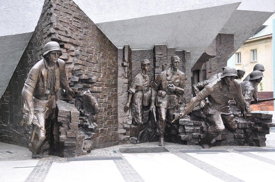 Zrobią test syren i uczczą pamięć powstańców warszawskich 1