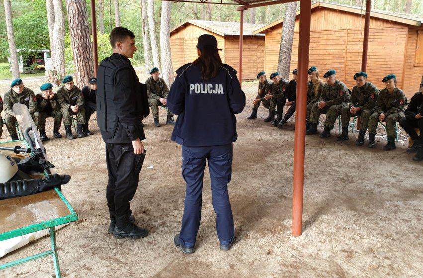 Policjanci odwiedzili uczniów 1