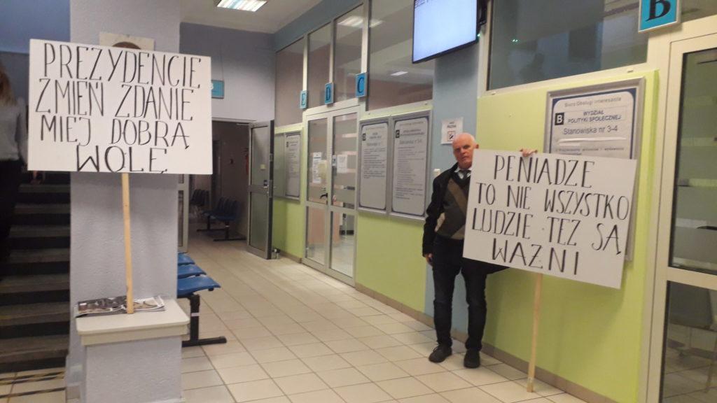Kupcy z Wałów Dwernickiego okupują magistrat 1