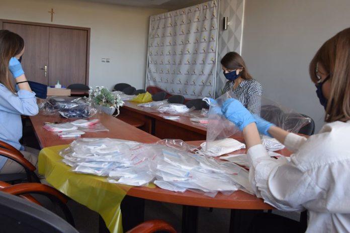 W Radomsku samorząd kupił maseczki dla mieszkańców 3