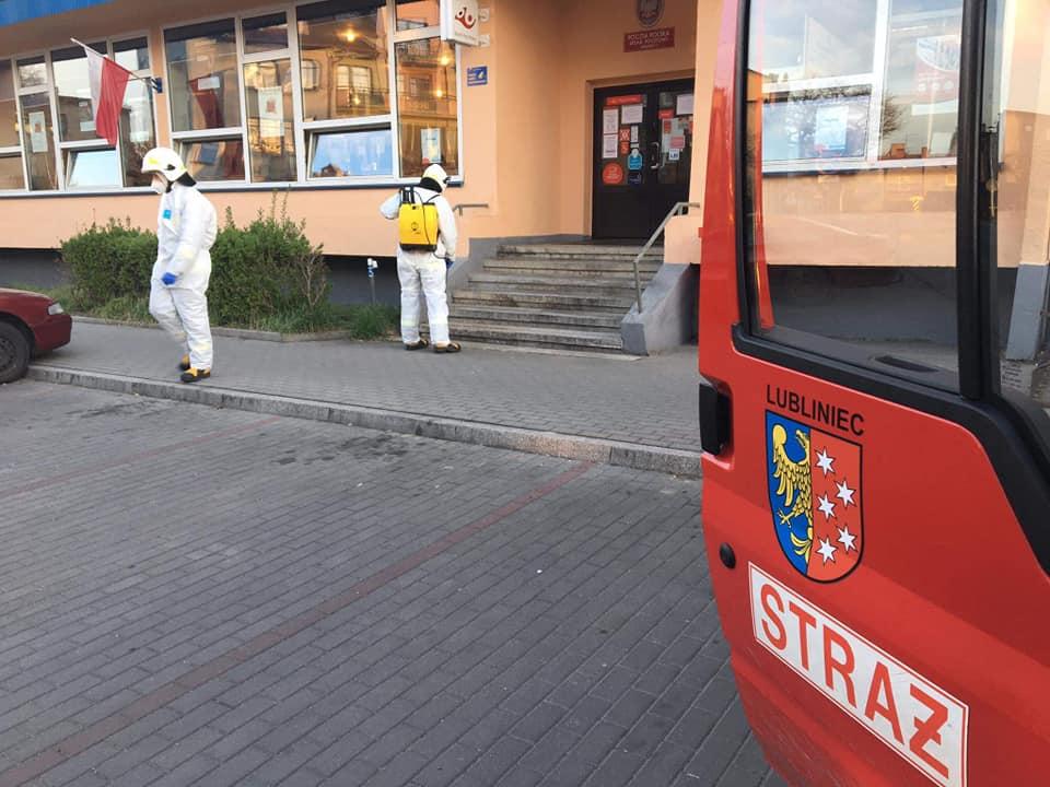 W Lublińcu strażacy pomagają odkażać ulice 1