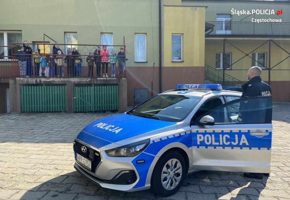 Policjanci umilili czas kwarantanny podopiecznym Domu Małego Dziecka w Częstochowie 1