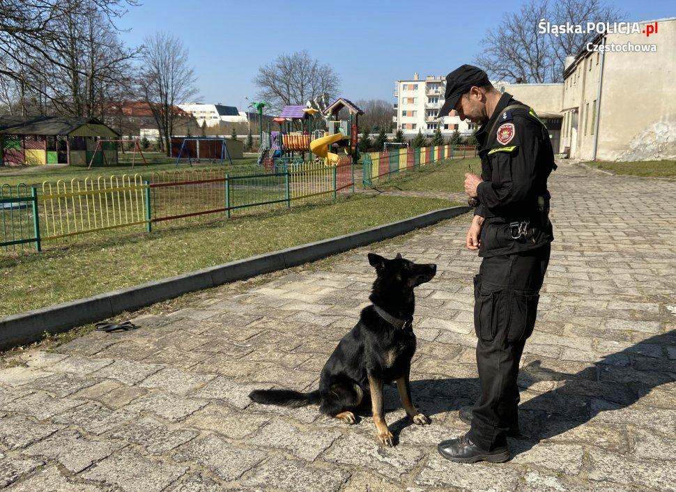 Policjanci umilili czas kwarantanny podopiecznym Domu Małego Dziecka w Częstochowie 2