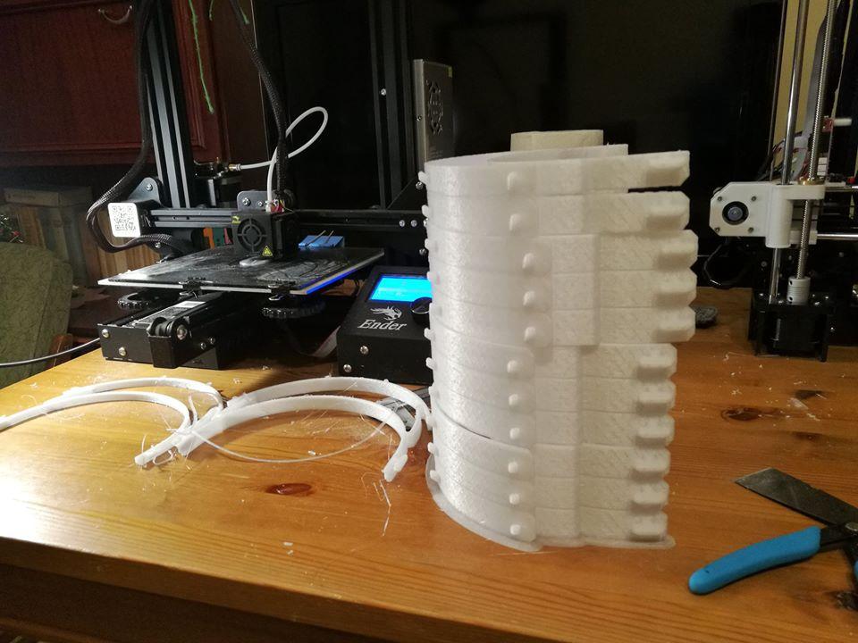 Naukowcy z Politechniki Częstochowskiej drukują przyłbice ochronne dla szpitali 1