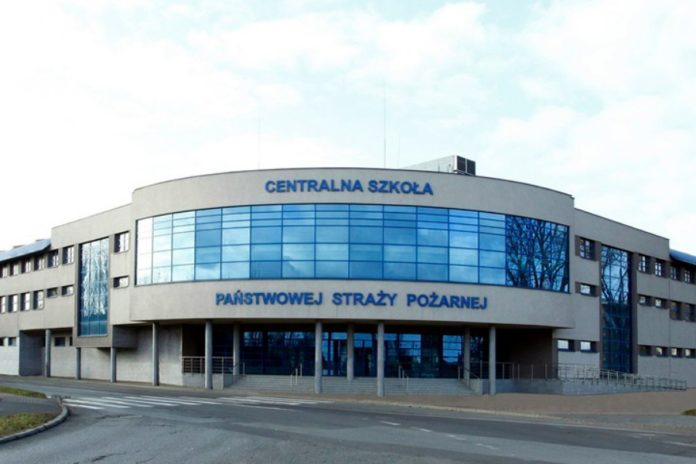 Podchorąży przebywający na kwarantannie w Centralnej Szkole PSP w Częstochowie badany pod kątem koronawirusa 2