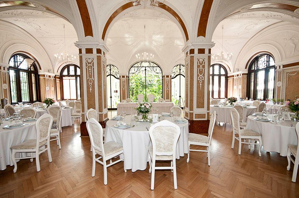 Zamek Moszna. 365 pomieszczeń, 99 wież i imponujący park kwitnący azaliami 5
