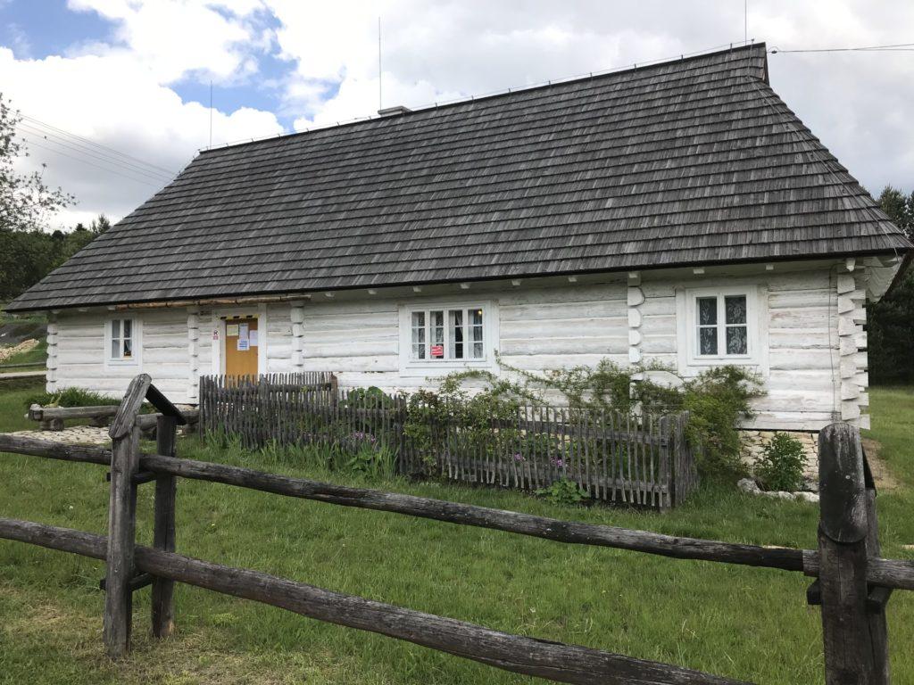 Chata Kocjana pod zamkiem w Rabsztynie