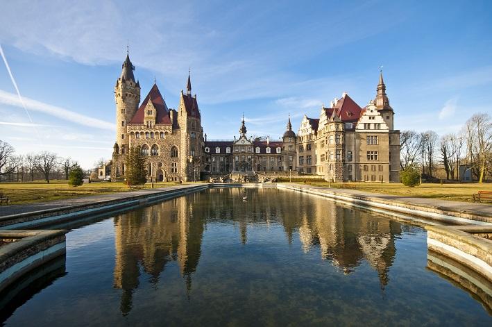 Zamek Moszna. 365 pomieszczeń, 99 wież i imponujący park kwitnący azaliami 12