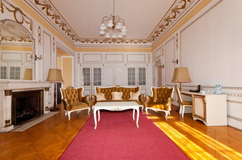 Zamek Moszna. 365 pomieszczeń, 99 wież i imponujący park kwitnący azaliami 24