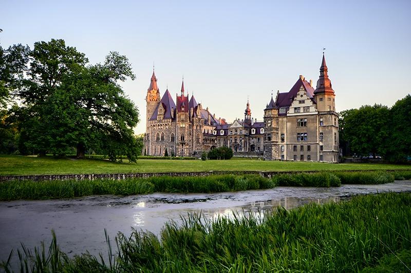 Zamek Moszna. 365 pomieszczeń, 99 wież i imponujący park kwitnący azaliami 20