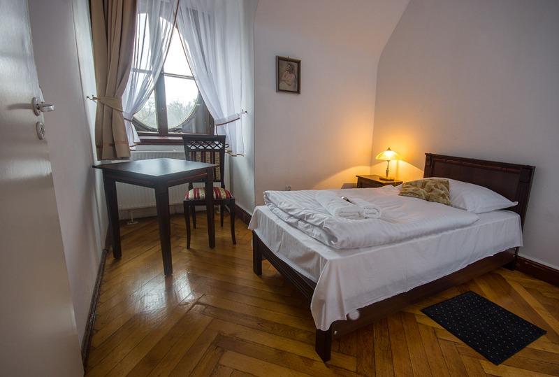 Zamek Moszna. 365 pomieszczeń, 99 wież i imponujący park kwitnący azaliami 27