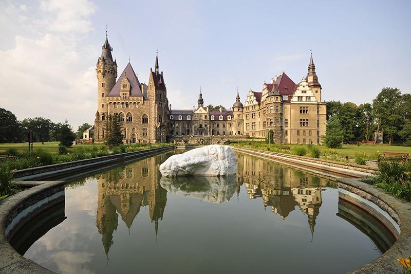 Zamek Moszna. 365 pomieszczeń, 99 wież i imponujący park kwitnący azaliami 1