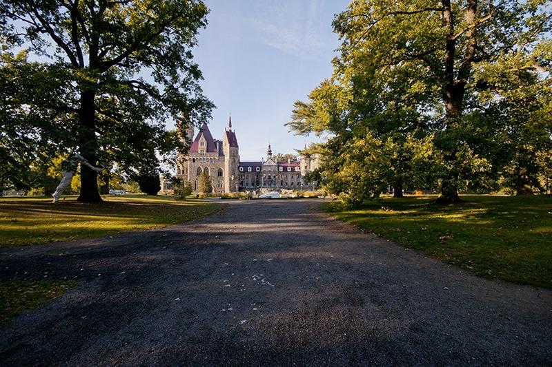 Zamek Moszna. 365 pomieszczeń, 99 wież i imponujący park kwitnący azaliami 9