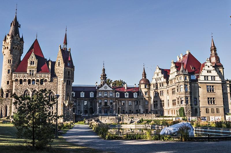 Zamek Moszna. 365 pomieszczeń, 99 wież i imponujący park kwitnący azaliami 10