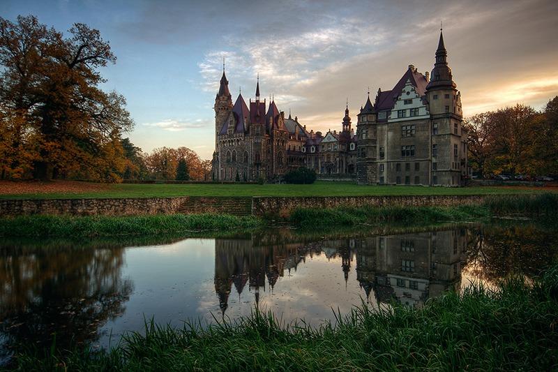 Zamek Moszna. 365 pomieszczeń, 99 wież i imponujący park kwitnący azaliami 7