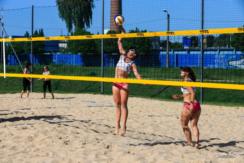 Siatkówka plażowa. Wśród kadetek bez medalu, ale Częstochowianka wprowadziła 2 pary do turnieju finałowego 9