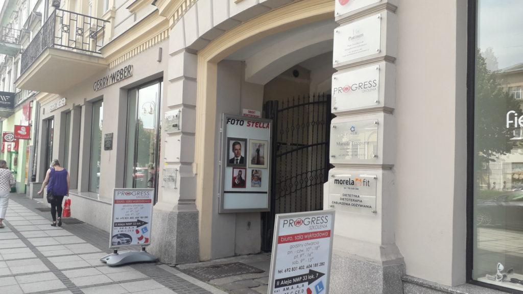 W Śródmieściu Częstochowy nie wszystkie szyldy i reklamy są estetyczne 1