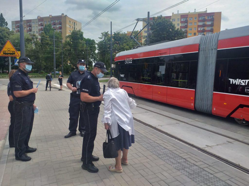 Częstochowskie MPK razem z policją przypomina o obowiązku noszenia maseczek w komunikacji miejskiej 1