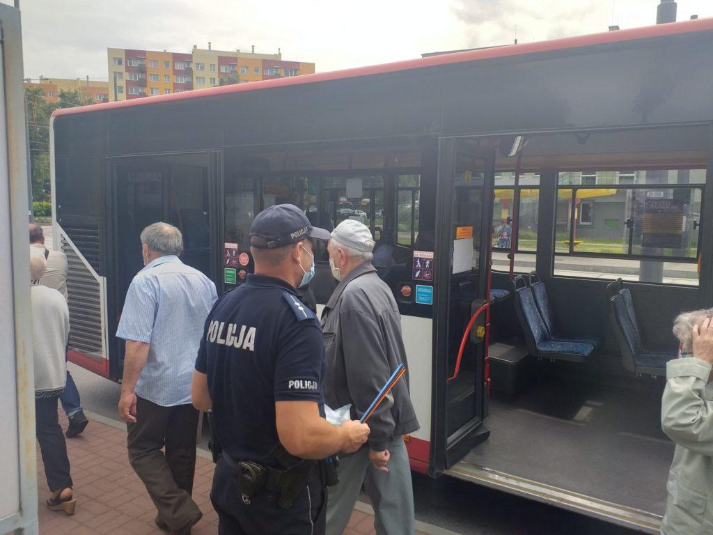 Częstochowskie MPK razem z policją przypomina o obowiązku noszenia maseczek w komunikacji miejskiej 2