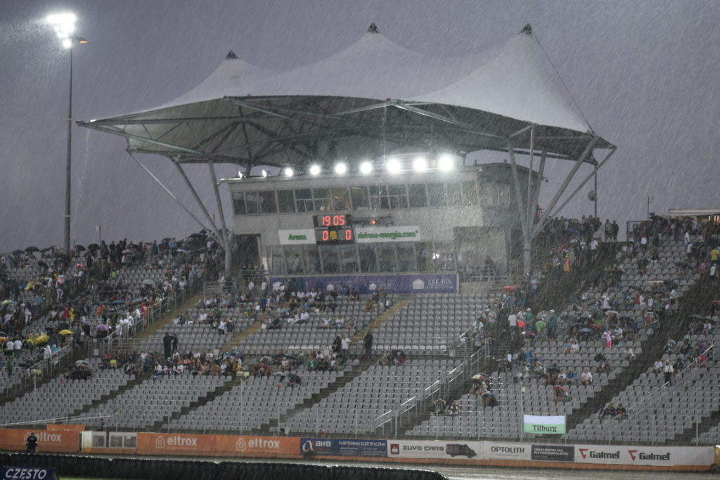 Eltrox Włókniarz przez opady deszczu nie ścigał się dziś z Fogo Unią Leszno. Mecz z mistrzem Polski i 1. zespołem PGE Ekstraligi został odwołany 1