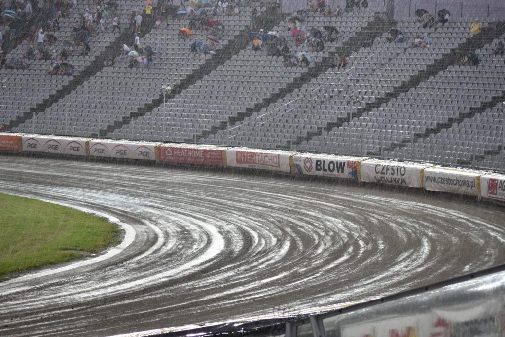 Eltrox Włókniarz przez opady deszczu nie ścigał się dziś z Fogo Unią Leszno. Mecz z mistrzem Polski i 1. zespołem PGE Ekstraligi został odwołany 2