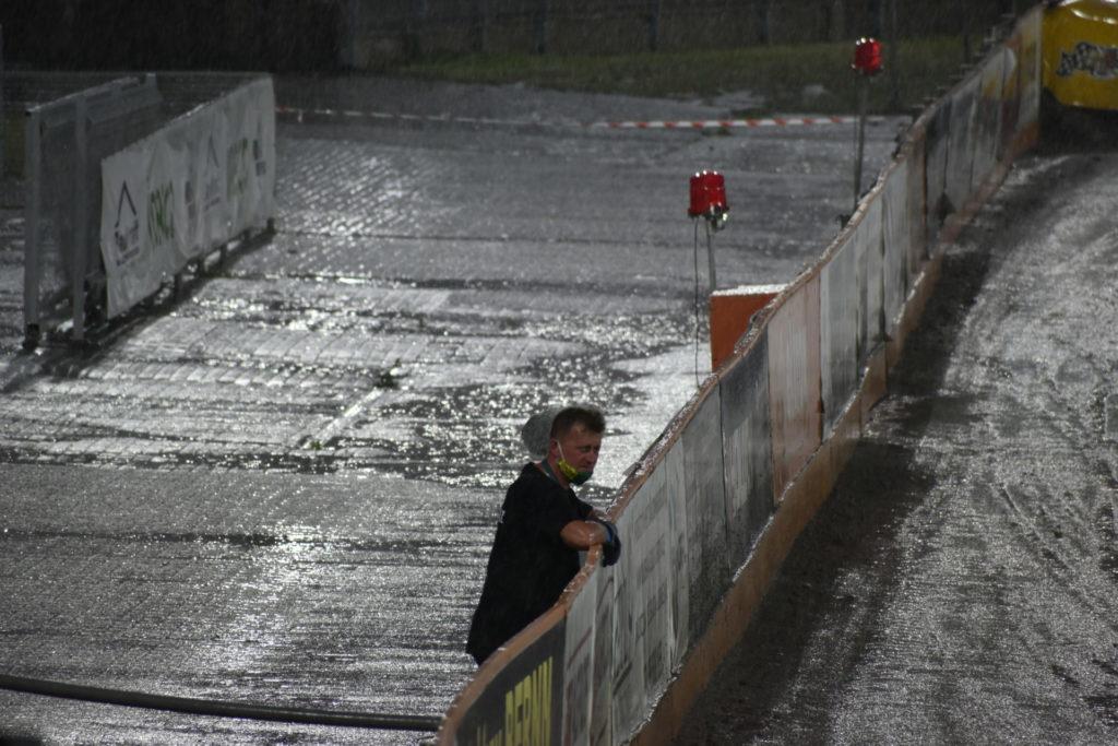 Eltrox Włókniarz przez opady deszczu nie ścigał się dziś z Fogo Unią Leszno. Mecz z mistrzem Polski i 1. zespołem PGE Ekstraligi został odwołany 3