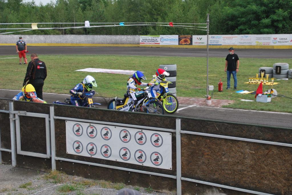 Zawodnicy UKS Speedway Rędziny i Bocar Włókniarz Częstochowa ścigali się w Rędzinach w IMP na mini-żużlu w klasie 85-125 cc 2