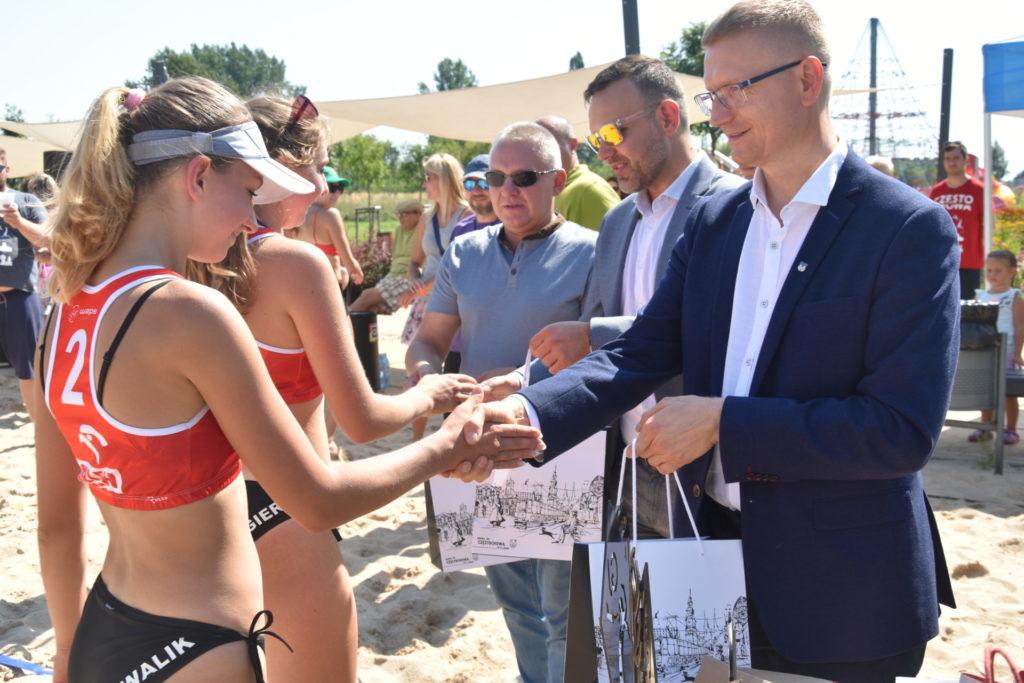 Karolina Wróbel i Aleksandra Smykla wygrały III edycję Pucharu Śląska w siatkówce plażowej kobiet 3
