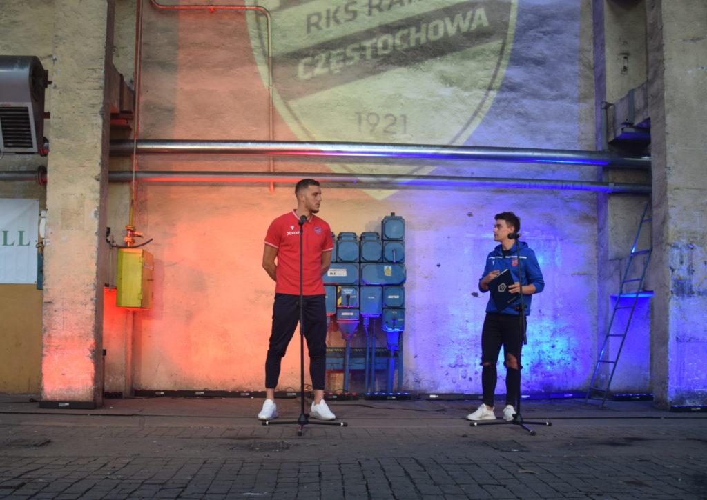 Przedsezonowa prezentacja piłkarzy Rakowa Częstochowa. Raków pokazał się w... hali Huty Częstochowa 1