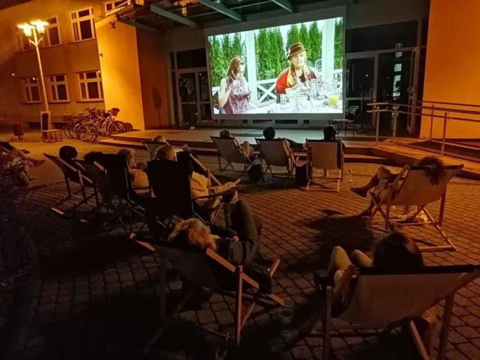 Letnie kino przed Miejskim Domem Kultury w Lublińcu także we wrześniu 3