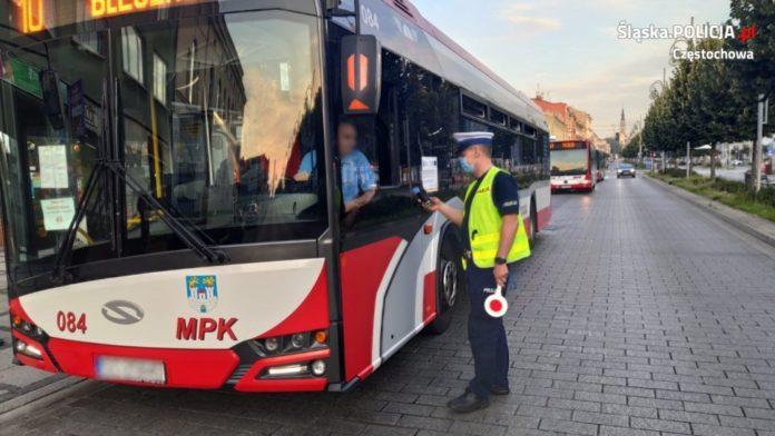 Częstochowska policja sprawdza, czy podróż miejskimi autobusami jest bezpieczna 4