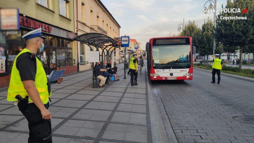 Częstochowska policja sprawdza, czy podróż miejskimi autobusami jest bezpieczna 1
