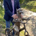 """""""Owca na rowerze"""" - kolejna rzeźba Michała Batkiewicza w Olsztynie 4"""
