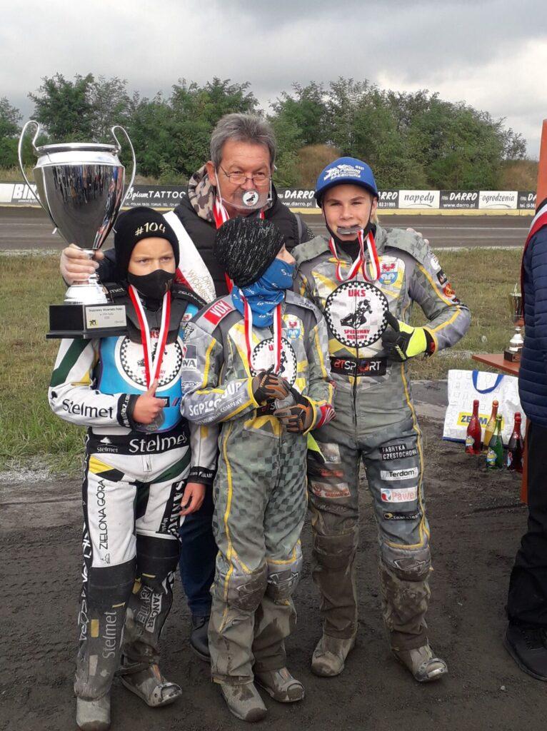 UKS Speedway Rędziny Drużynowym Wicemistrzem Polski w mini żużlu w sezonie 2020. 3