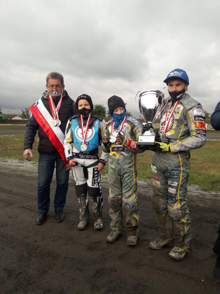 UKS Speedway Rędziny Drużynowym Wicemistrzem Polski w mini żużlu w sezonie 2020. 1