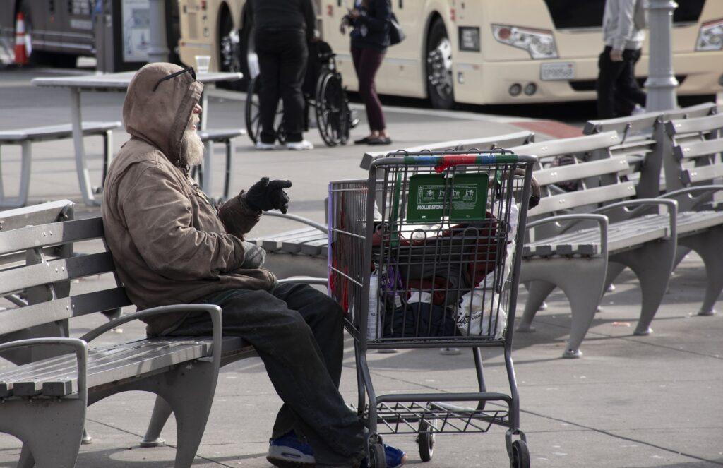 W Województwie Śląskim rusza bezpłatna infolinia dla osób bezdomnych 1