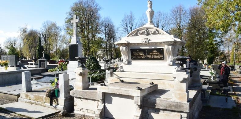 We Wszystkich Świętych darmowa komunikacja miejska oraz zmiana organizacji ruchu w okolicy cmentarzy w Radomsku 2