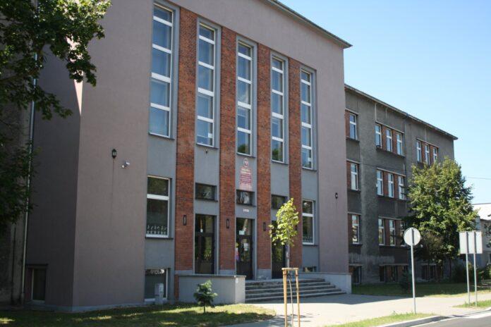 Dwie ponadpodstawowe lublinieckie szkoły przechodzą na zdalne nauczanie 2