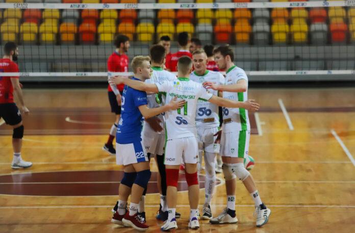 Siatkarze Eco-Team AZS Stoelzle pokonali Volley Rybnik i są na 3. miejscu na półmetku rozgrywek w 2 lidze 2