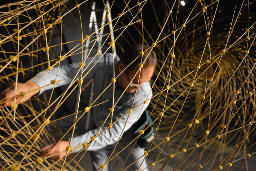 """10. Triennale Sztuki Sacrum """"Świętość natury?"""". Instalacja autorstwa Mirosława Maszlanki"""