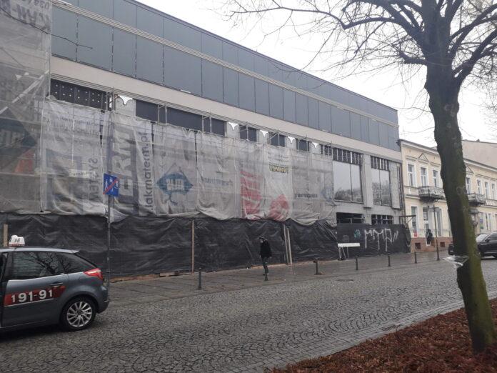 W częstochowskich Alejach powstaje duża galeria usługowo-handlowa. Prace są już mocno zaawansowane 2