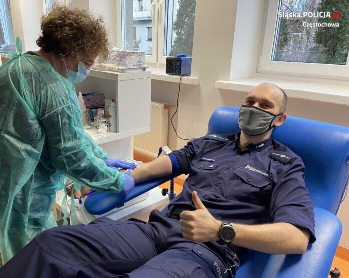 Oddaj krew, Uratuj życie! - challenge częstochowskich policjantów. Mundurowi namawiają do honorowego krwiodawstwa 2