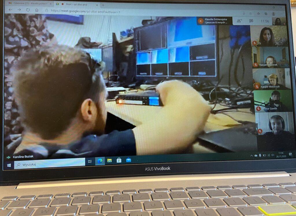 Z domów w Żarkach do studia filmowego - wizyta online uczniów podstawówki 1