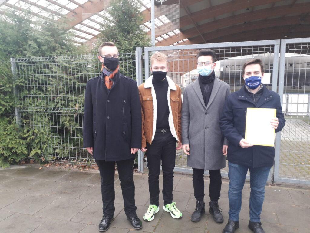 Częstochowska młodzież domaga się od władz miasta otwarcia sztucznego lodowiska. Młodzi częstochowianie wystosowali w tej sprawie petycję do Urzędu Miasta 1
