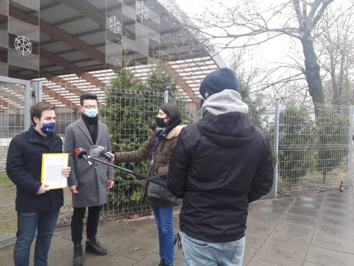 Częstochowska młodzież domaga się od władz miasta otwarcia sztucznego lodowiska. Młodzi częstochowianie wystosowali w tej sprawie petycję do Urzędu Miasta 5