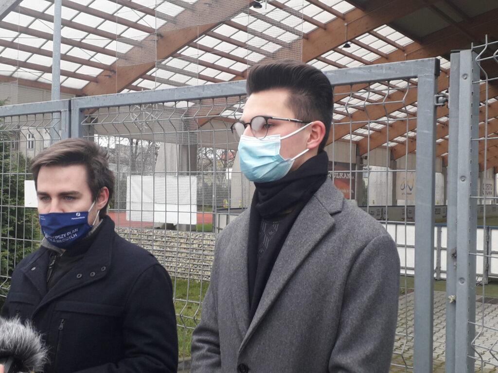 Częstochowska młodzież domaga się od władz miasta otwarcia sztucznego lodowiska. Młodzi częstochowianie wystosowali w tej sprawie petycję do Urzędu Miasta 2
